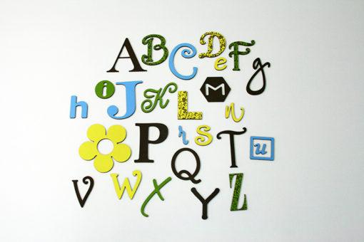 Medinė Linksmoji angliška abėcėlė - gamtos spalvos